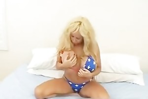 massive scones mommy in thong fingering her fur