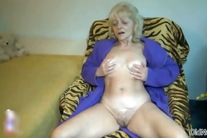 impure old woman goes avid fingering