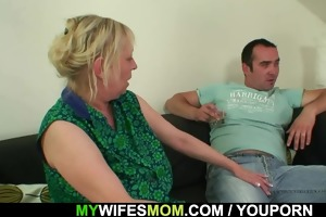 she is finds her old mamma sitting on her bfs dong