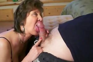 mature mama gives great head