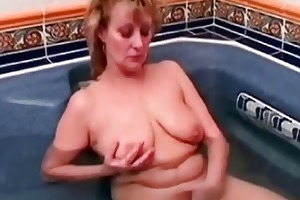 granny aged chick getting her muff didlo fucked