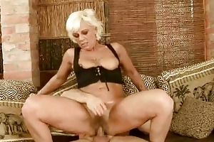 sexy granny acquires her shaggy vagina screwed