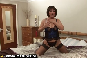 aged mommy in hot dark nylons part2