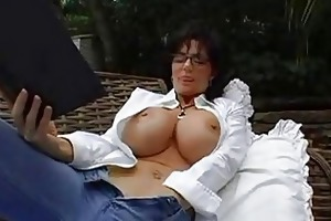 bigtits d like to fuck brunette hair in glasses