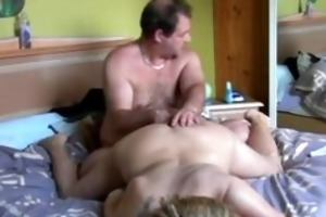 hubby fingers wifes fur pie and toying her gazoo