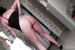 leg widen mature playgirl vibing her pink