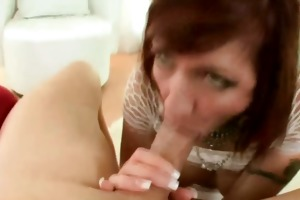 d like to fuck cougar mamma is engulfing a rod