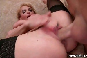 awesome hawt hot body naughty golden-haired wench
