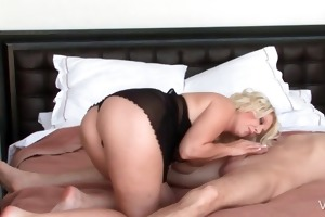 blondie giving oral in daybed