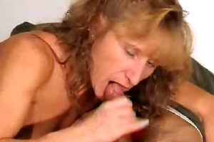 aged gives a irrumation with spunk flow in throat