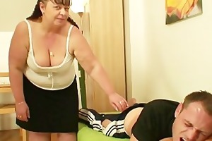 whilst his wife away he is nails her bulky mamma