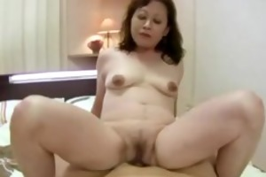 d like to fuck bounces her aged muff on rod for