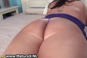 old mama with a biggest butt is stripping part2