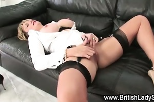 lady sonia rubs older clitoris in solo