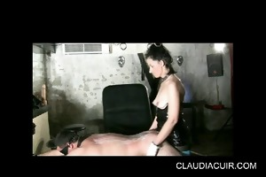 dominatrice claudiacuir godeuse seance soumission