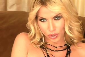 hot blond mother i discloses all in hawt show