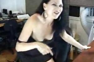 hot d like to fuck chick sucks shlong on livecam