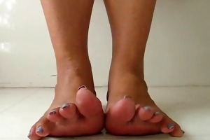 older curl and widen toes