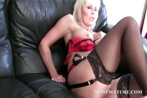 milf enjoys her mature love tunnel receive dildoed