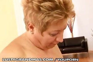 aged lesbo toying her girlfriend