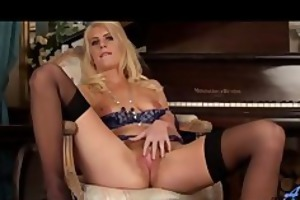 lonely hot cougar fingers shaggy snatch