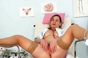 unpretty elder mama wears stockin