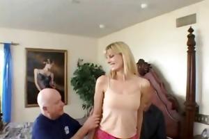 darryl widens her legs