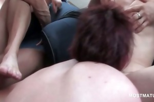 mature bi sexual blond licking slit in group sex