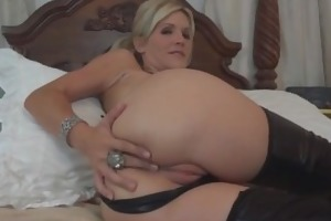 youthful mommy has a thirst for cum